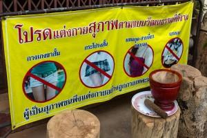 Kleidungshinweis beim Tempel-klein