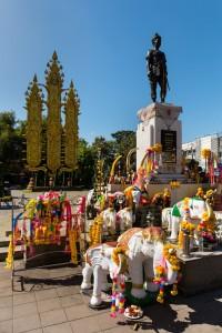 Mengrai Monument- klein
